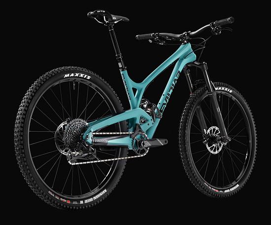 Evil bietet das The Offering entweder als Komplettbike in zwei Versionen für 5.899 € bzw. 7.899 € …
