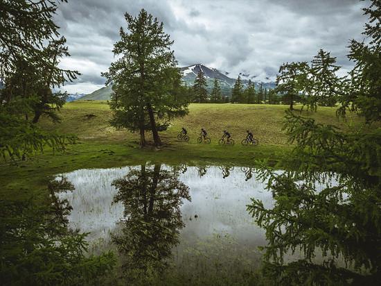 Seen und Berge sind die Begleiter auf der Tour