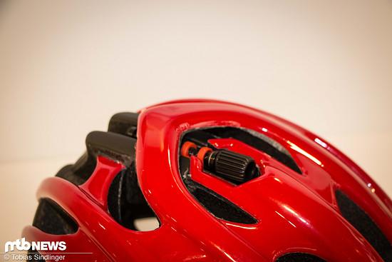 ... der Blade + lassen sich über ein Rädchen oben am Helm optimal an den Kopfumfamg anpassen.