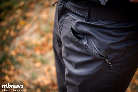 Insgesamt bietet die Platzangst D1 Shorts drei Taschen.