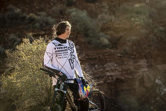 Brandon Semenuk macht das, was er noch lieber tut als Biken: Für Portraits posieren