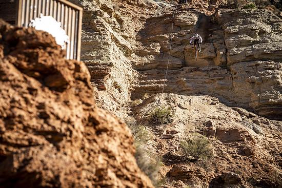 Geheimtipp: Tom van Steenbergen ist immer für heftige Tricks im Staubgetümmel bekannt und kann es sich immer noch nicht verzeihen, dass er beim Canyon Gap-Frontflip vor drei Jahren gestürzt ist