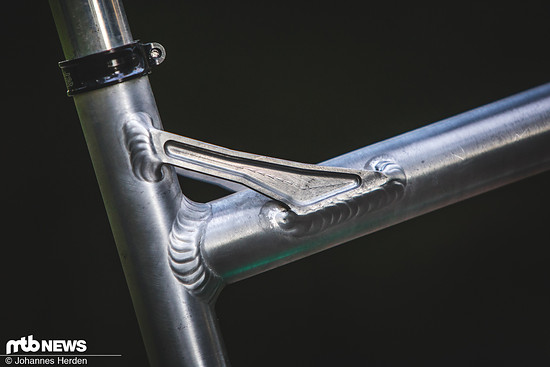 Eine Verbindung zwischen Ober- und Sitzrohr sorgt für zusätzliche Stabilität beim leichten Rohrsatz