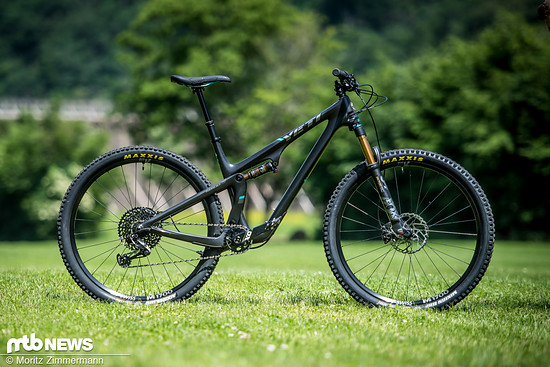 """Das Yeti SB100 tanzte in unserem Vergleichstest am meisten aus der Reihe. Der Trailbike-Charakter und die solide Ausstattung sowie das daraus resultierende hohe Gewicht unterscheiden das """"Fun Country-Bike"""" deutlich von seinen Konkurrenten"""