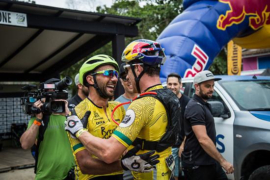 Auf der vierten Etappe gelang es dem Marathon-Weltmeister und dem deutschen Cross-Country-Meister sich von ihren ärgsten Rivalen Tiago Ferreira und Hans Becking abzusetzen