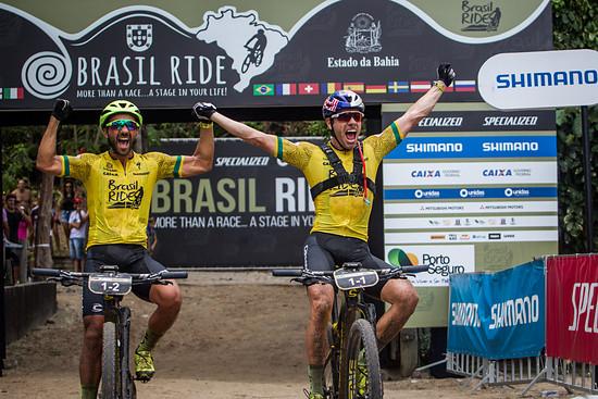 Große Freude bei Manuel Fumic und Henrique Avancini: Erstmalig konnte sich das Duo den Gesamtsieg beim Brasil Ride sichern