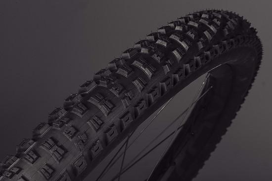 Der Specialized Eliminator-Reifen soll sich bestens für lose Böden eignen und damit etwas aggressiver als der bekannte Butcher ausfallen.
