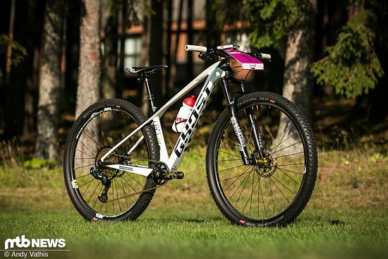 Vor allem sind es ihr Talent und ihre Fähigkeiten auf dem Rad, die Sina Frei zu einer der besten Nachwuchs-Mountainbikerinnen der Welt machen