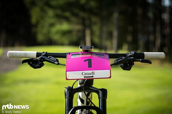 Die Startnummer gehört zwar nicht zur Serienausstattung ihres Bikes, doch fast immer ist vor dem tune-Cockpit die Nummer 1 montiert.