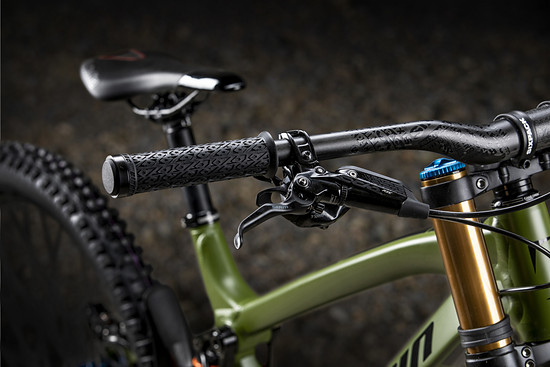 Die SRAM Code RSC Bremsen sind in der Performance-Ausstattungsvariante gespect