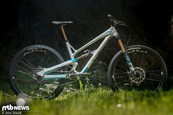 Eine Rückkehr als Silberpfeil: YT schickt mit dem komplett überarbeiteten Jeffsy eine neue Variante ihres Trailbikes ins Rennen