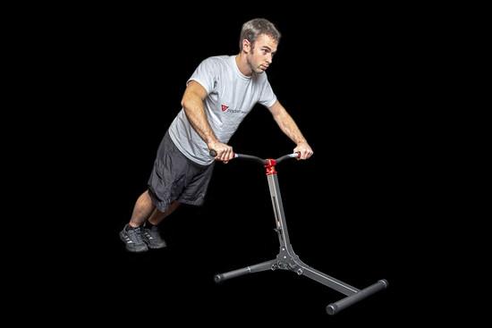 Der Descend Master soll die für Abfahrten auf dem Mountainbike wichtigen Muskelgruppen trainieren und somit die Downhill-Performance des Sportlers verbessern.