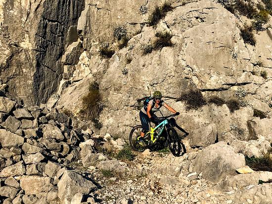 Felsen haben wir in Kroatien wahrlich genügend gesehen. Wir sind gespannt darauf, was Montenegro zu bieten hat.