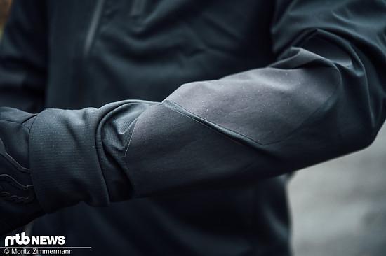 Die Cordura-Verstärkungen an den Unterarmen sollen die teure Jacke vor Beschädigungen schützen.