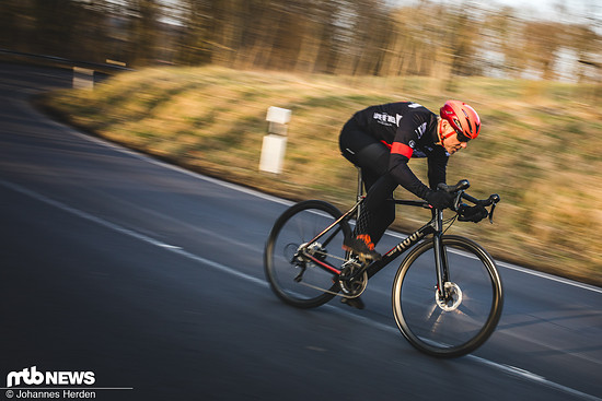 Jan bei einem der Rennrad-Tests. Fotografiert vom MTB-Kollegen Hannes.