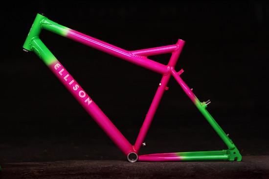 Highlight an diesem Bike der Woche ist sicherlich der knallige Klassik-Rahmen