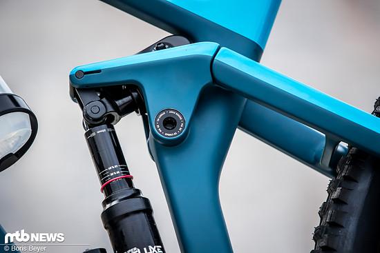 In der XC-Einstellung wird das Rad per Knopfdruck für den Uphill optimiert.