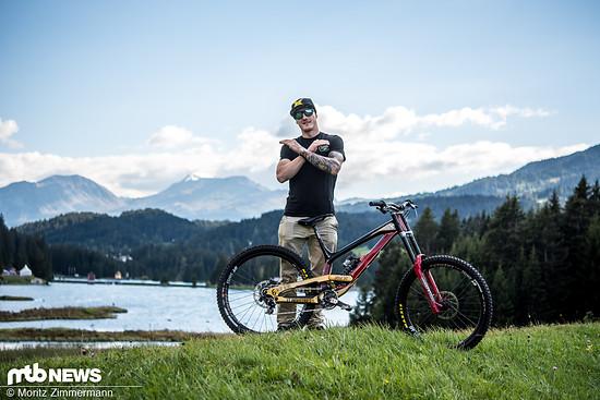 Bei der Downhill-Weltmeisterschaft in Lenzerheide ging Irm auf einem von seinem Mechaniker in Nationalfarben lackierten YT Tues an den Start