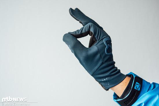 Die Fox Attack Water-Handschuhe sind aufgrund ihrer dünnen Bauweise eher für nicht allzu kühle, verregnete Herbsttage geeignet.