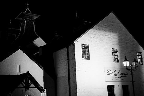 Wir besuchen eine Whisky Distillerie auf dem Heimweg - Dalwhinnie