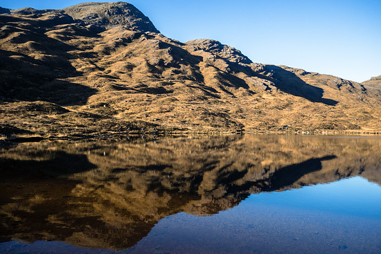 Die Landschaft ist atemberaubend. Das Wasser in den Gebirgsseen ist kalt und klar.