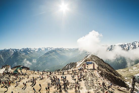 Perfektes Wetter beim Start der Schnitzeljagd auf über 3.000 Meter Höhe!