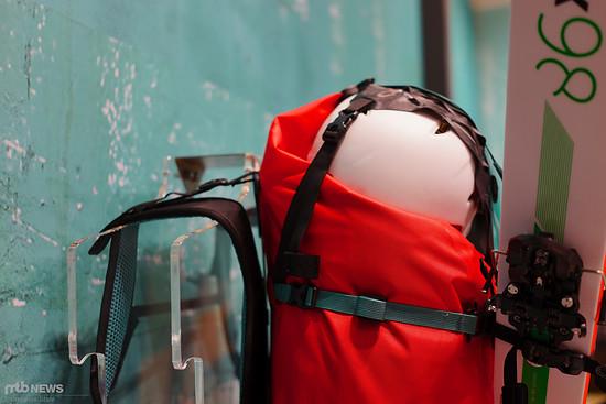 Für Helme ohne Lüftungsöffnung wird eine spezielle Halterung nötig
