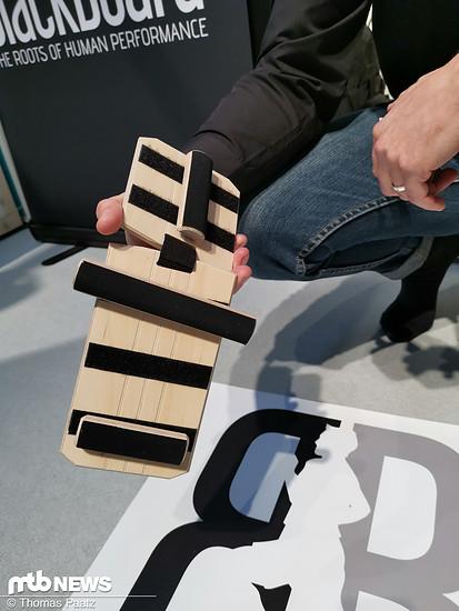 Durch Versetzen der Holzklötze lassen sich die unterschiedlichsten Übungen umsetzen.
