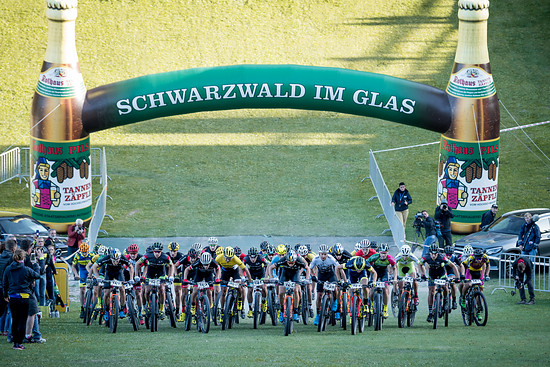 Den Abschluss der Bundesliga-Saison macht einmal mehr das Rennnen in Titisee-Neustadt. In diesem Jahr wird es nach zwei Versuchen mit verkürzten Renndauern wieder ein übliches Cross-Country-Rennen geben.