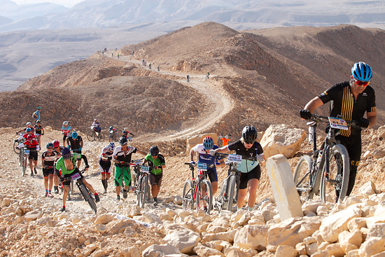 """Im ersten Aufstieg heisst es für viele """"Hike-a-Bike"""""""