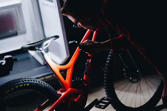 Die Bike Yoke Revive garantiert mit 160 mm Verstellweg massig Freiheit in der Abfahrt