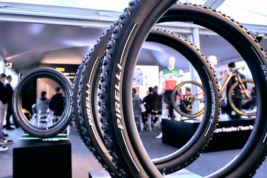 Zwei Jahre nach dem Einstieg in den Rennnrad-Markt meldet sich Pirelli mit einer neuen Mountainbike-Reifenserie