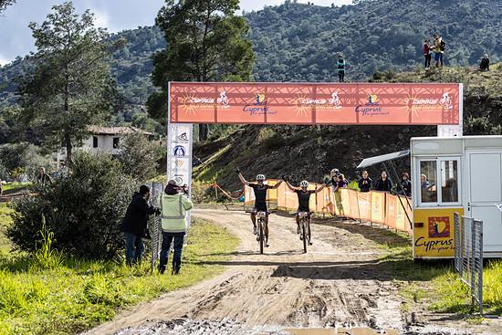 Teamwork makes Dreamwork - Sina Frei und Lisa Pasteiner vom Team Ghost unterstützten sich auf den Etappen zwei und drei gegenseitig und landeten jeweils auf den Plätzen drei und vier