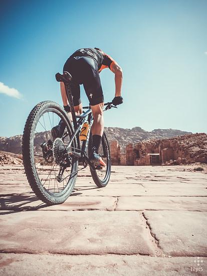 2000 Jahre alte Steinplatten – das erste Mal Bike-Kontakt