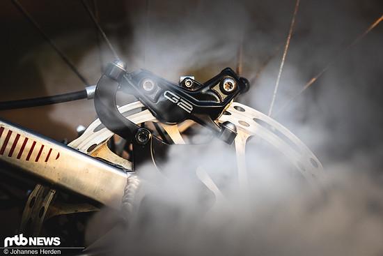 Rauchentwicklung? Nur für's Foto! Wir sind gespannt, ob sich die SRAM G2 in den kommenden Monaten bewährt.
