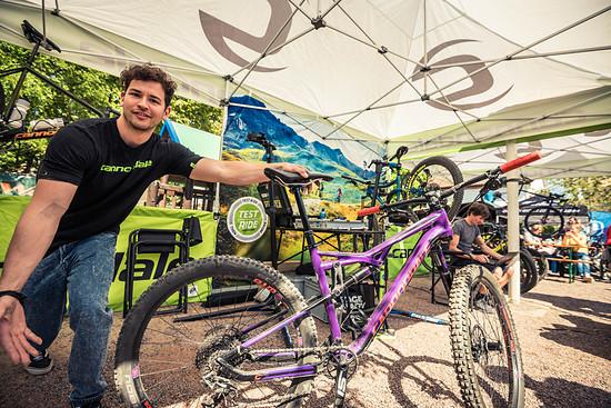 Namhafte Hersteller wie Cannondale, Scott, Ghost, Trickstuff und viele weitere präsentieren ihre aktuellen Räder und Parts und bieten diese für Testfahrten auf den Freiburger Trails an