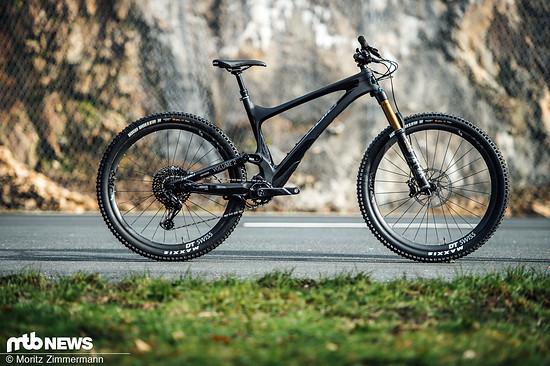 Mit dem Bold Unplugged Volume 2 zeigt der Schweizer Hersteller ein All Mountain-Bike, das Enduro-Bikes das Fürchten lehrt