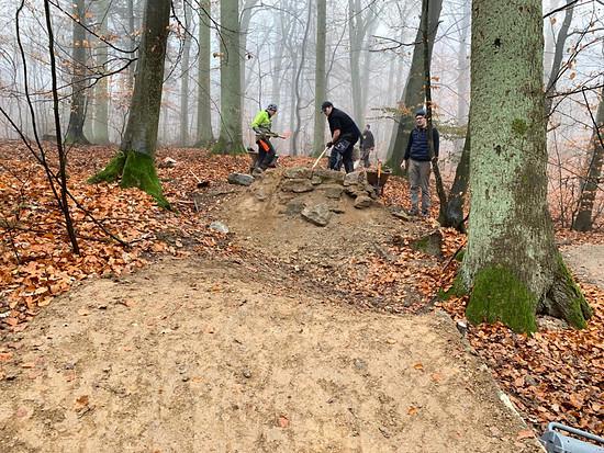Am Wildhog-Trail wurden zwei Sprünge um richtige Landungen erweitert und erhöht …