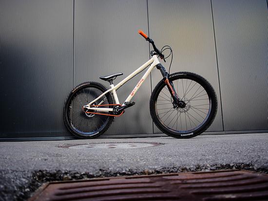 Scar Cycles - Pumptrackbike Eigenbau