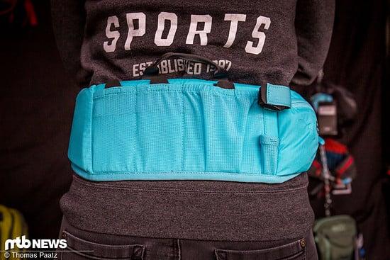 Mehrere Taschen bieten sinnvoll nutzbaren Stauraum.