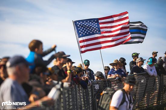 Die Flaggen dürfen natürlich nicht fehlen