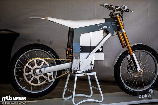 Cake Bikes aus Stockholm haben dieses kurbellose Moped im Programm – es sieht gefährlich schnell aus und macht mit der Übersetzung Bahnrädern aus den 80er Jahren Konkurrenz.