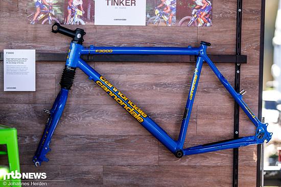 … und zwar dem Cannondale F3000, mit dem Tinker Juarez in den 90er Jahren viele Erfolge einfuhr. Für welches der beiden Bikes würdet ihr euch entscheiden?
