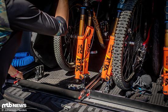 In diese Auszieh-Vorrichtungen passen insgesamt sechs Bikes