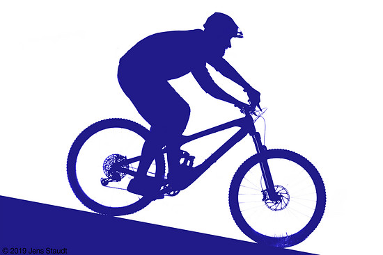 Je nach Fahrstil und Bike verlagert sich der Schwerpunkt in der Abfahrt nach vorn