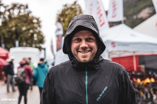 Gute Miene zum schlechten Spiel: Michael Kull von Schwalbe auf dem Weg zum Messestand
