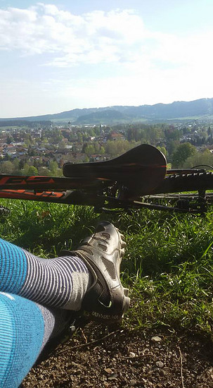 württembergischen Allgäu mit lange socken
