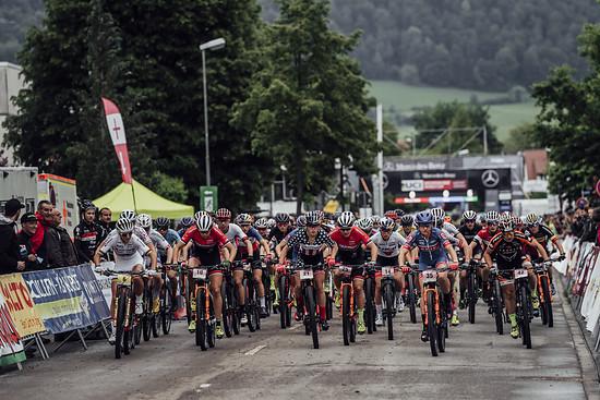 Der Short Track läutet am Freitag Abend das Eventwochenende ein: Die besten 40 Fahrerinnen und Fahrer der Eliteklasse kämpfen dort um eine möglichst gute Startposition für das Cross-Country-Rennen am Sonntag