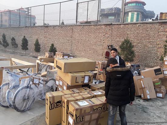 Lieferung mit Bikeequipment im Schiffscontainer 2018