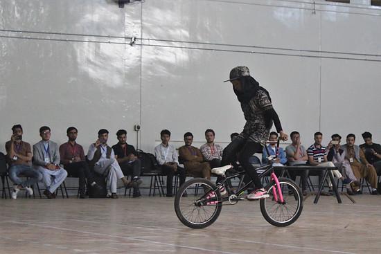 Ein Mädchen auf dem Bike